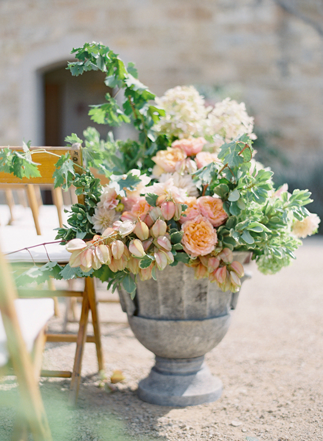 flower arrangements weddings satisfying
